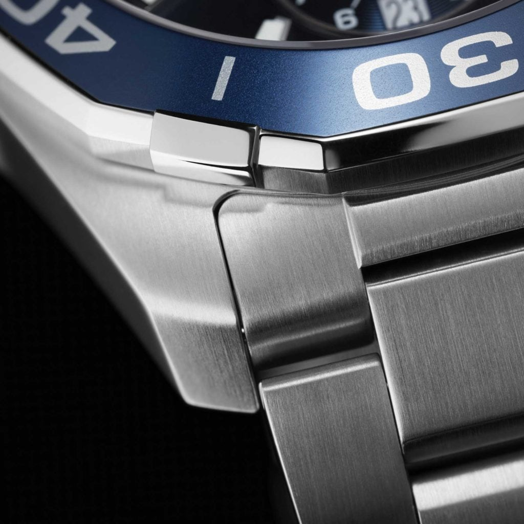 Feature - 0 AQUARACER Quartz Chronograph