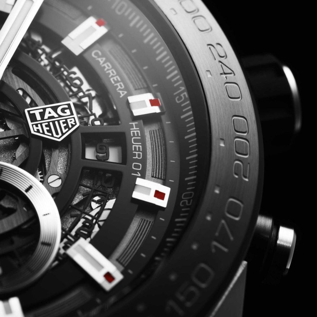 Feature - 0 CARRERA Calibre Heuer 01