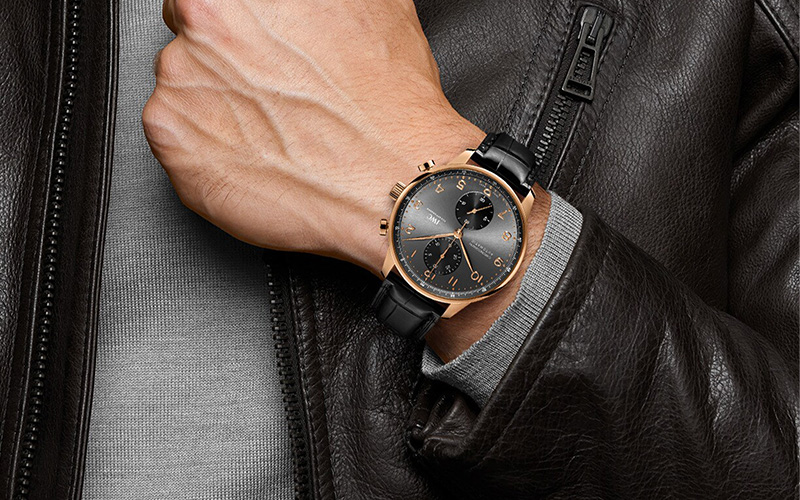 Feature - 3 PORTUGIESER CHRONOGRAPH (Gold)